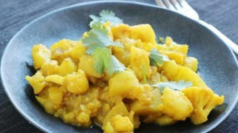 Cauliflower Potato Curry - Slender Kitchen